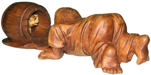 статуэтка Мужик и поросенок, деревянная скульптура, вид 2. Резьба по дереву. Бизнес сувенир. Оригинальный  подарок в традициях народных промыслов Украины. Сувенирная продукция. (89,7 КБ)